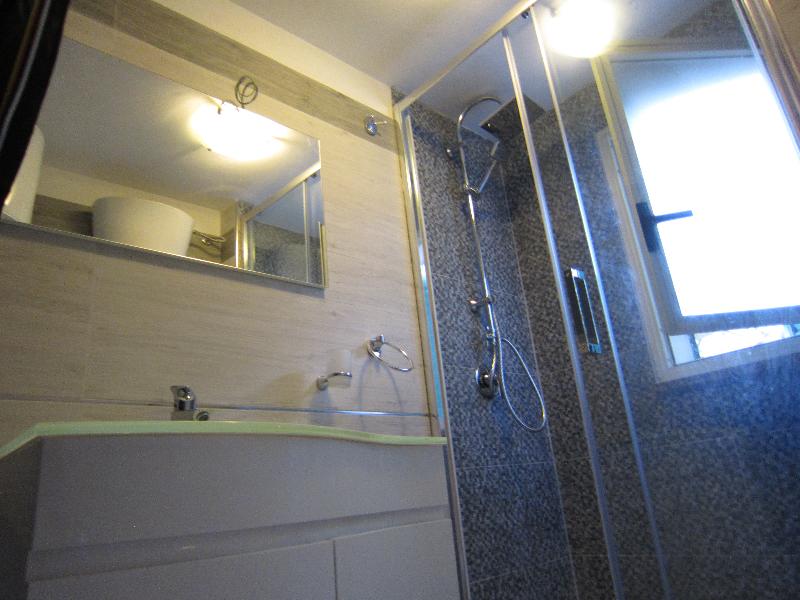 Bagno con doccia rinnovato nel 2015