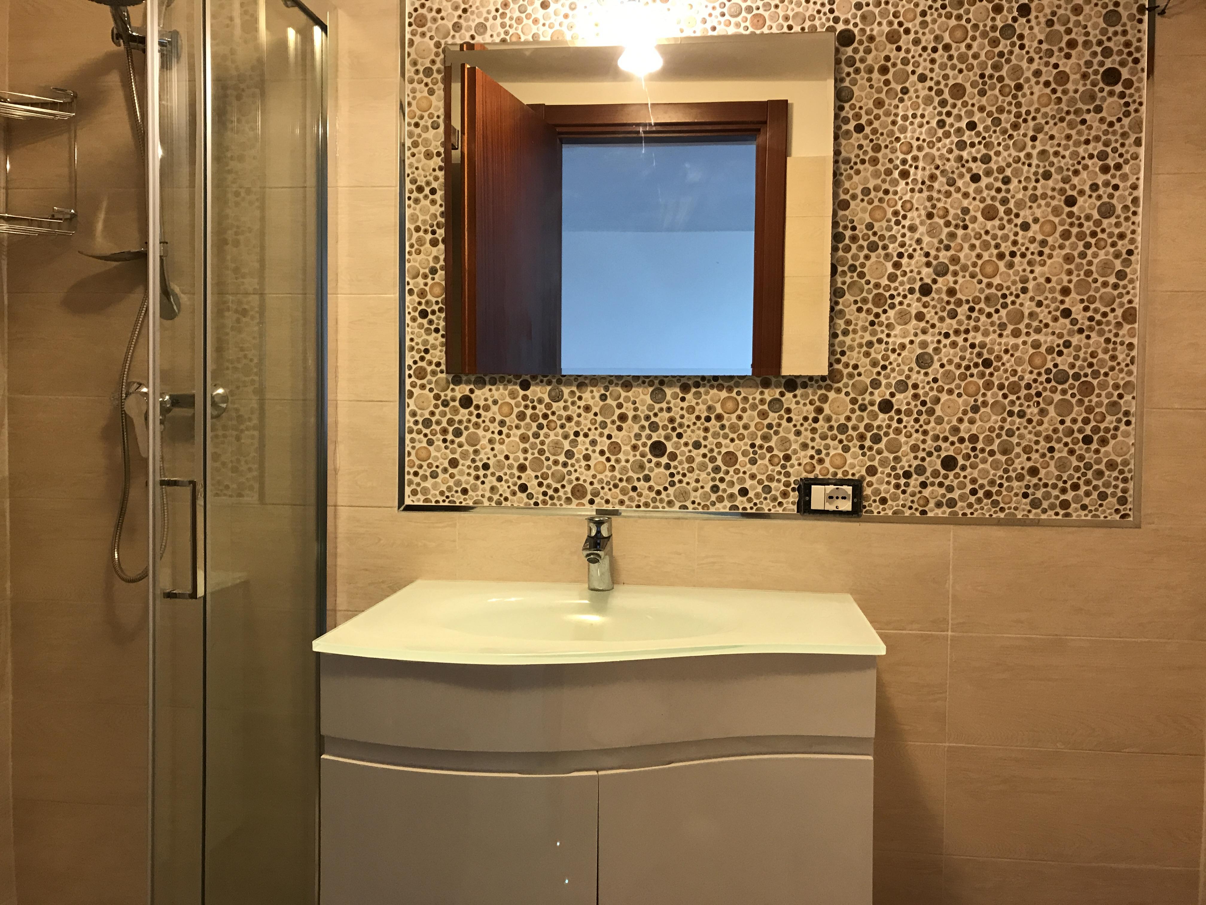 Nuovo bagno con cabina doccia