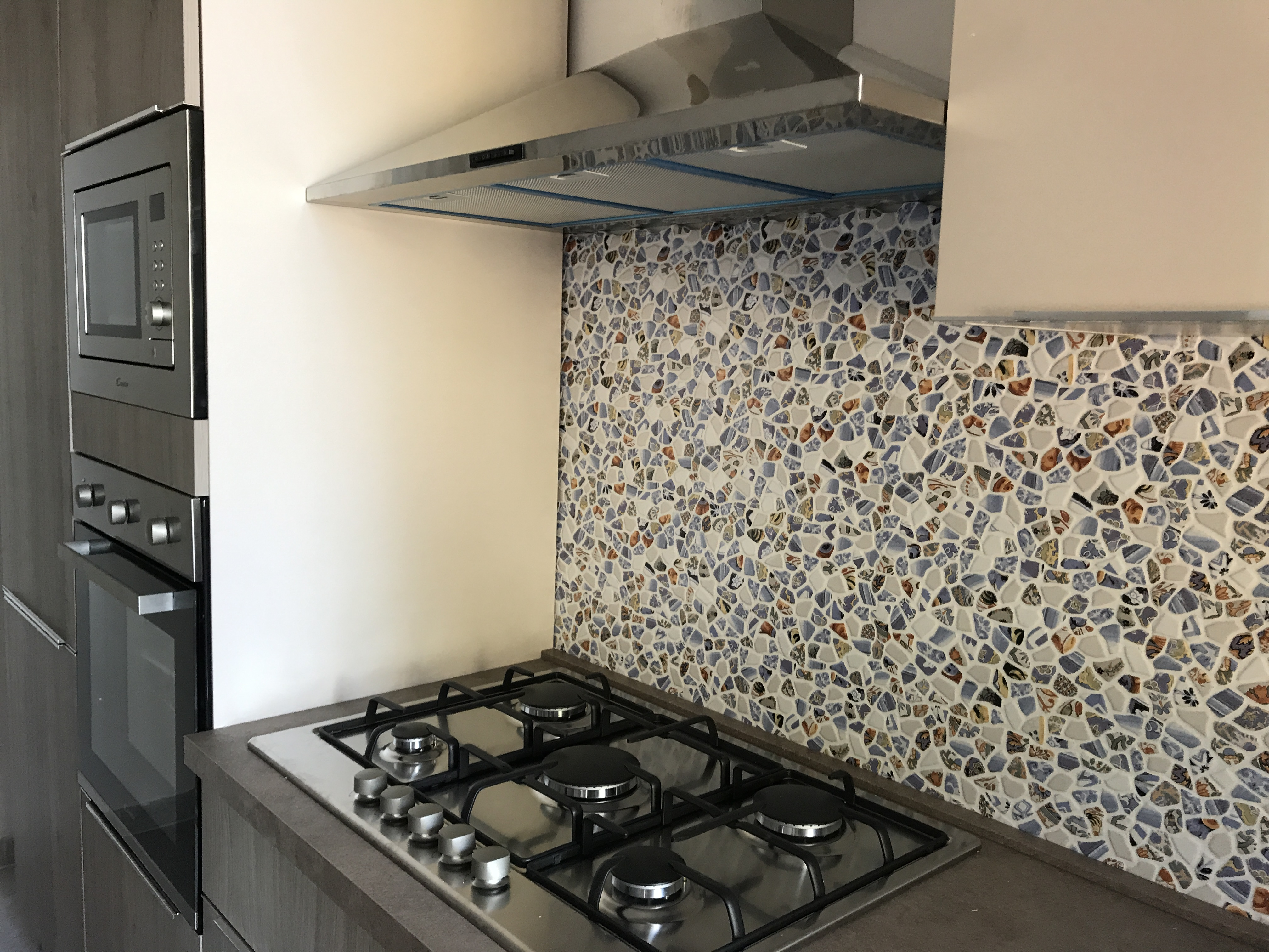 Nuova cucina con forno ventilato e a microonde