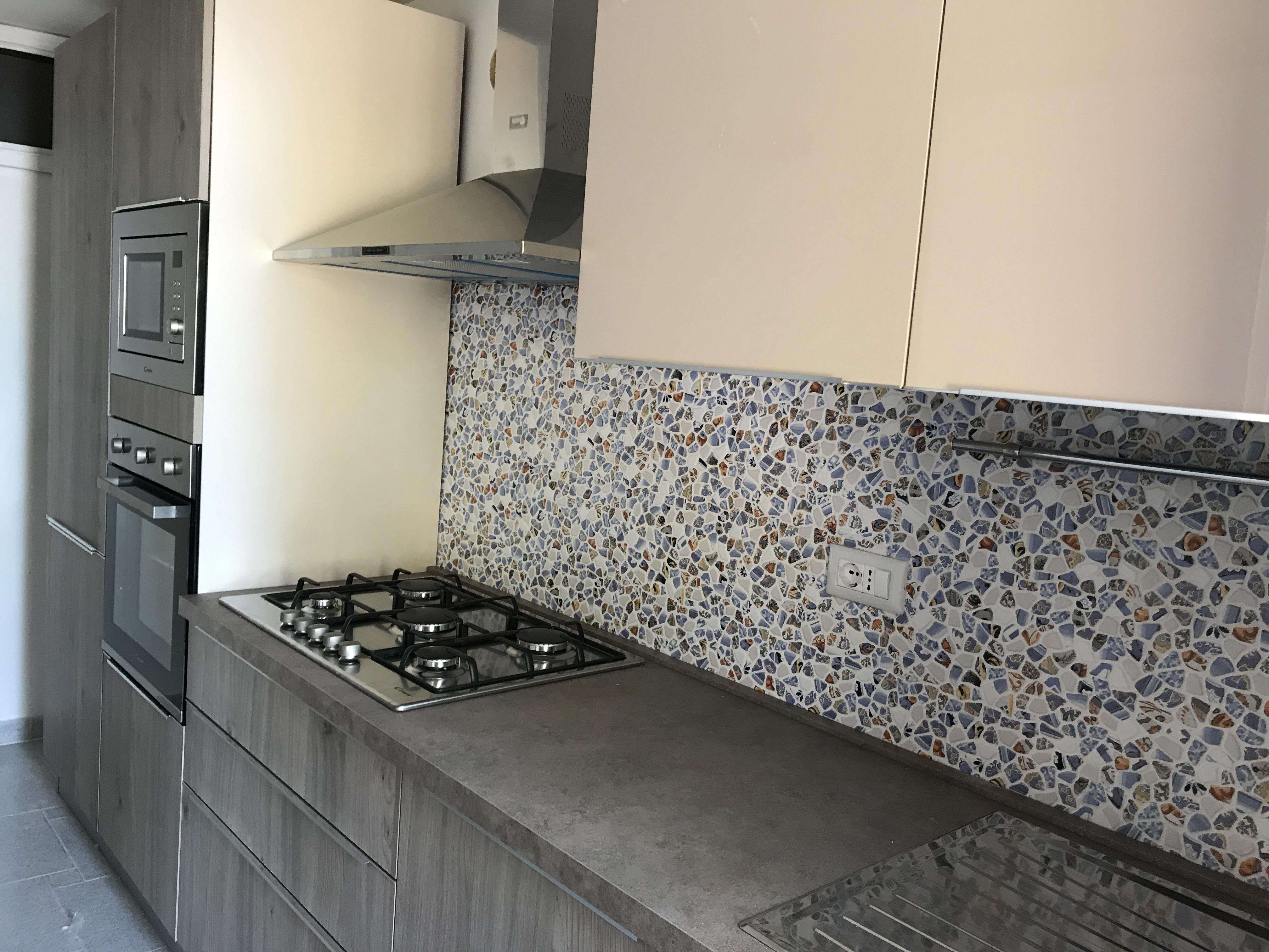 nuova cucina a cinque fuochi e doppio forno